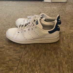 Zapatillas adidas Stan Smith con azul de vuelta poshmark